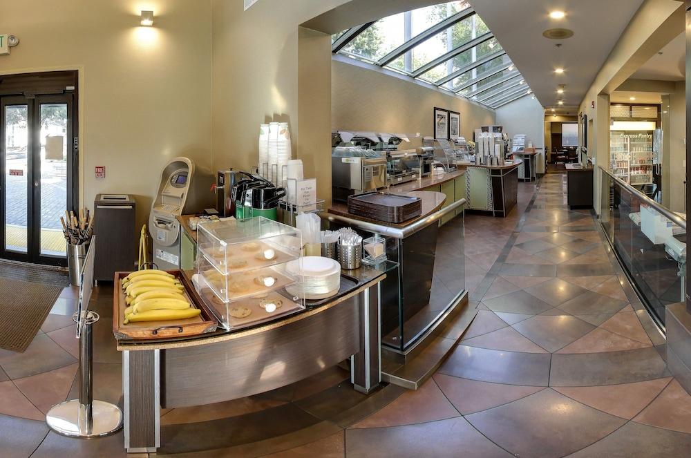Hotel Strata, Mountain View, Buffet
