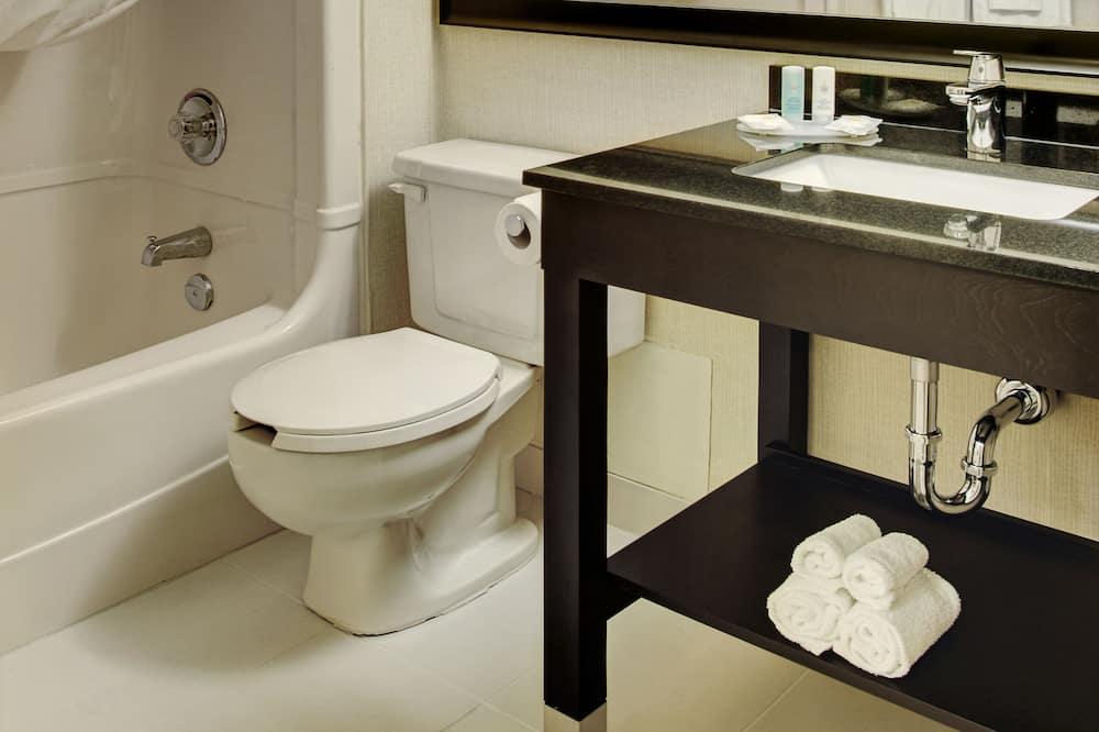 Номер «Комфорт», 2 двуспальные кровати «Квин-сайз» - Ванная комната