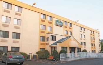 Picture of La Quinta Inn & Suites Portland in Portland