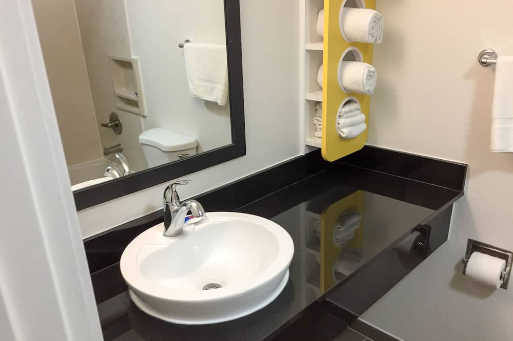 Deluxe Δωμάτιο, 1 King Κρεβάτι, Μη Καπνιστών, Ψυγείο & Φούρνος Μικροκυμάτων - Μπάνιο