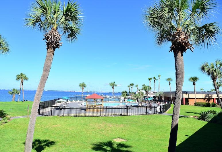 Quality Inn & Suites on the Bay near Pensacola Beach, Gulf Breeze, Gårdsplass
