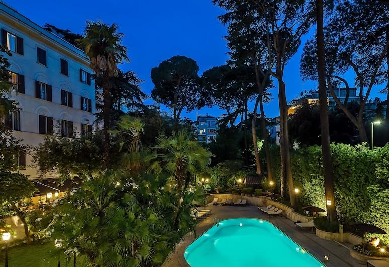 Aldrovandi Villa Borghese, Rom, Rum - utsikt mot poolen (Prestige), Utsikt mot trädgården