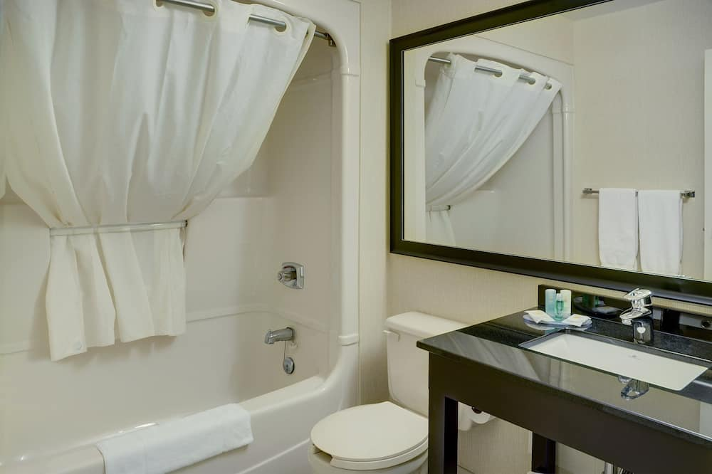 Room, 2 Queen Beds, Non Smoking (Different Building) - Bathroom