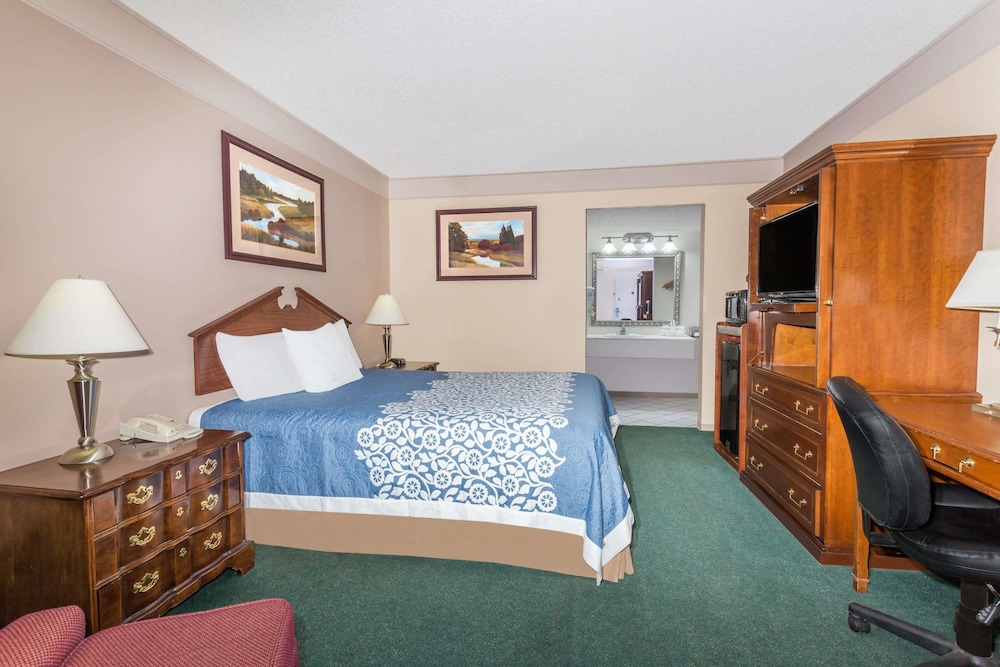 Days Inn By Wyndham Delta Co Standard Room 1 Queen Bed