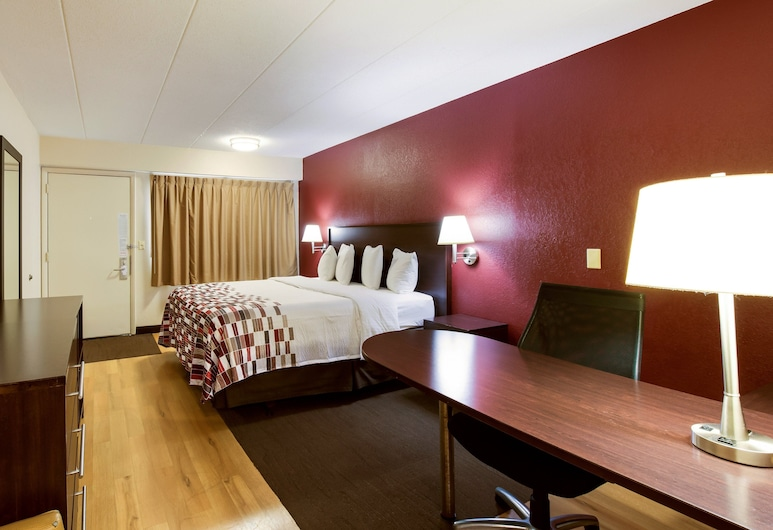 Red Roof Inn Grand Rapids Airport, Grand Rapids, Superior Room, 1 King Bed, Non Smoking, Guest Room
