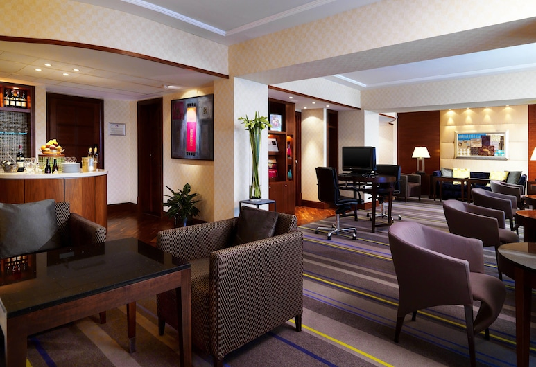 Sheraton Brussels Airport Hotel, Zaventem, Club Room, 1 King Bed, Non Smoking, Hotel Bar