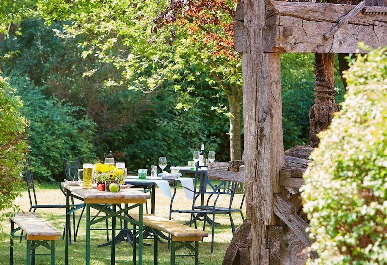 Hilton Garden Inn Vienna South, Viyana, Açık Havada Yemek