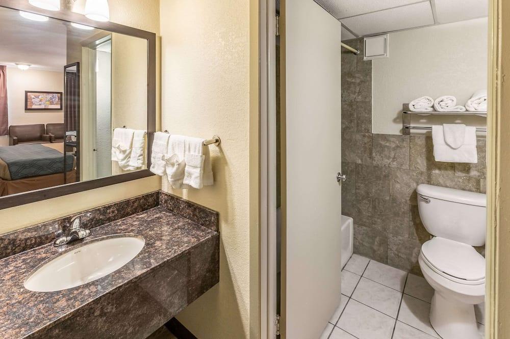 Standardværelse - 2 dobbeltsenge - ryger - Badeværelse