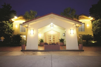 Choose This Cheap Hotel in North Charleston