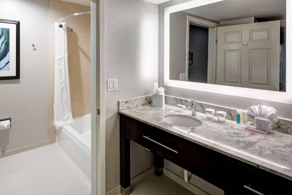 Suite, 1 Tempat Tidur King, akses difabel, bathtub - Kamar mandi