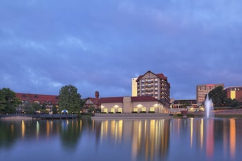 Picture of Sheraton Westport Chalet Hotel St. Louis in Maryland Heights