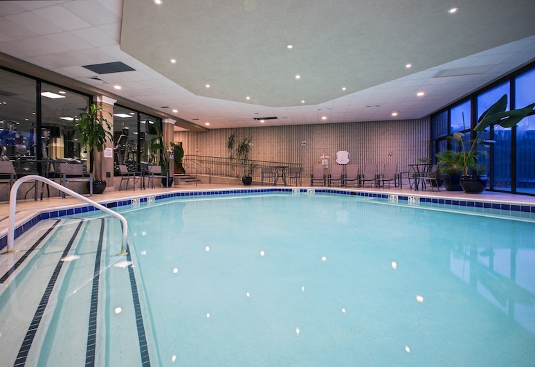 Crowne Plaza Newark Airport, Elizabeth, Piscina