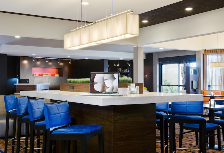 Courtyard by Marriott St Louis Westport Plaza, Maryland Heights, Hotelli sohvabaar