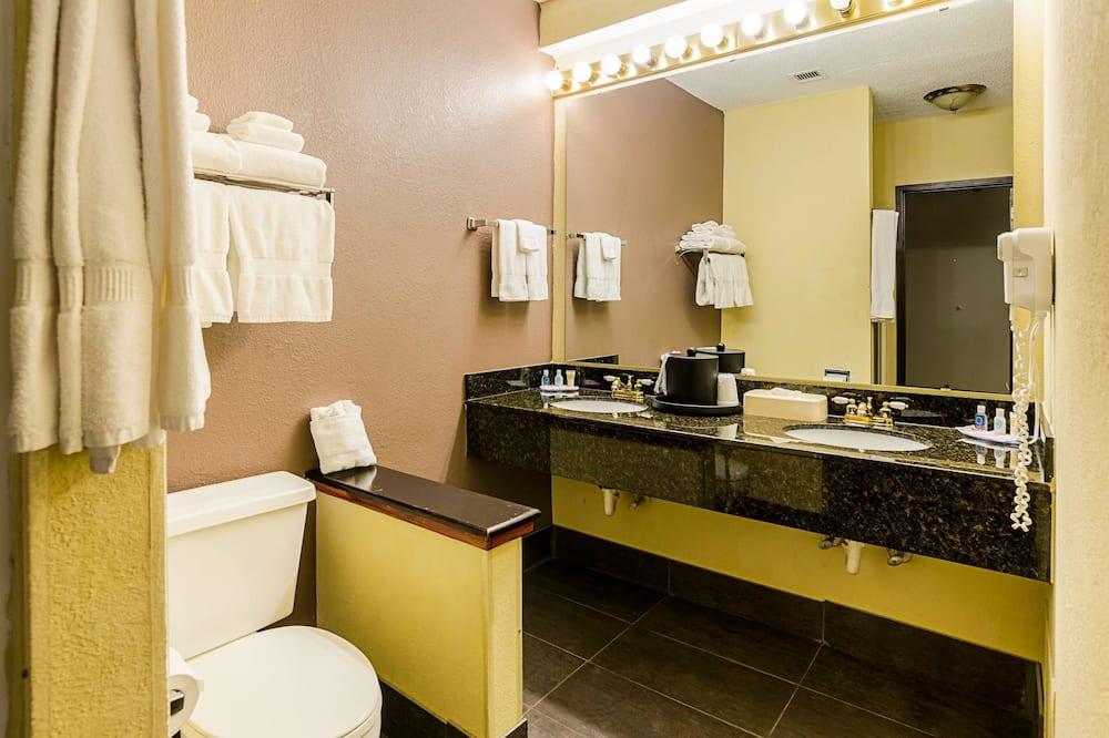 스위트, 킹사이즈침대 1개 및 소파베드, 금연 - 욕실