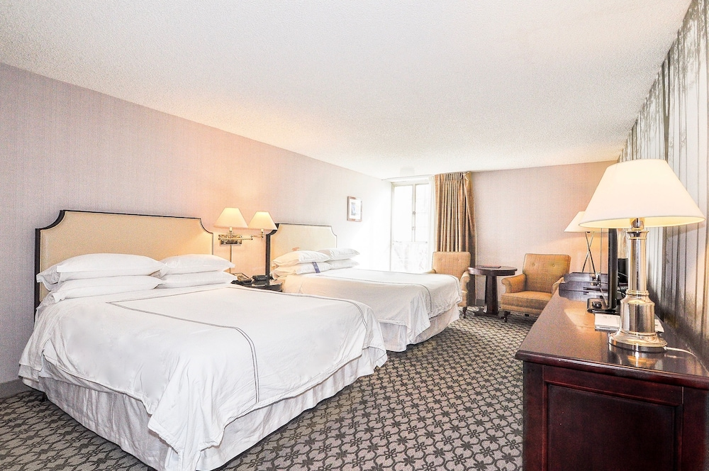 anaheim majestic garden hotel anaheim traditional room 2 queen beds tower - Majestic Garden Hotel Anaheim