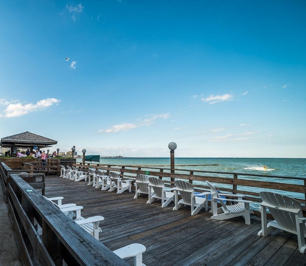 Book Emerald Beach Hotel in Corpus Christi | Hotels.com