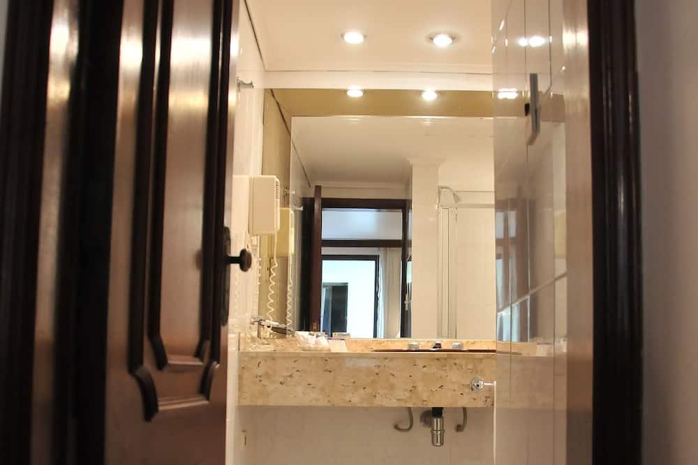Štandardná jednolôžková izba, 1 veľké dvojlôžko, bez výhľadu - Kúpeľňa