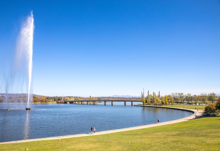 Crowne Plaza Canberra, Canberra, See