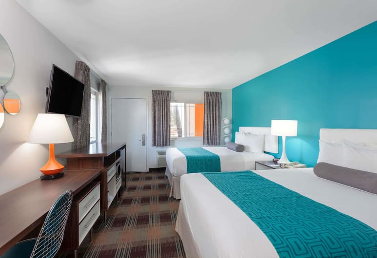Howard Johnson by Wyndham San Diego Hotel Circle, San Diego, Standard Room, 2 Queen Beds, Non Smoking, Guest Room