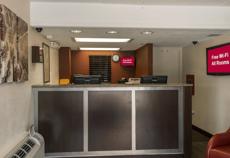Red Roof Inn PLUS+ St Louis - Forest Park/ Hampton Ave, St. Louis, Lobby