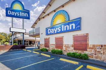Picture of Days Inn by Wyndham Austin/University/Downtown in Austin