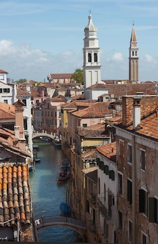 Enter your dates for our Venice last minute prices