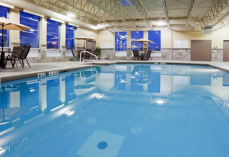Holiday Inn & Suites Pointe-Claire Montreal Airport, an IHG Hotel, Pointe Claire, Pool