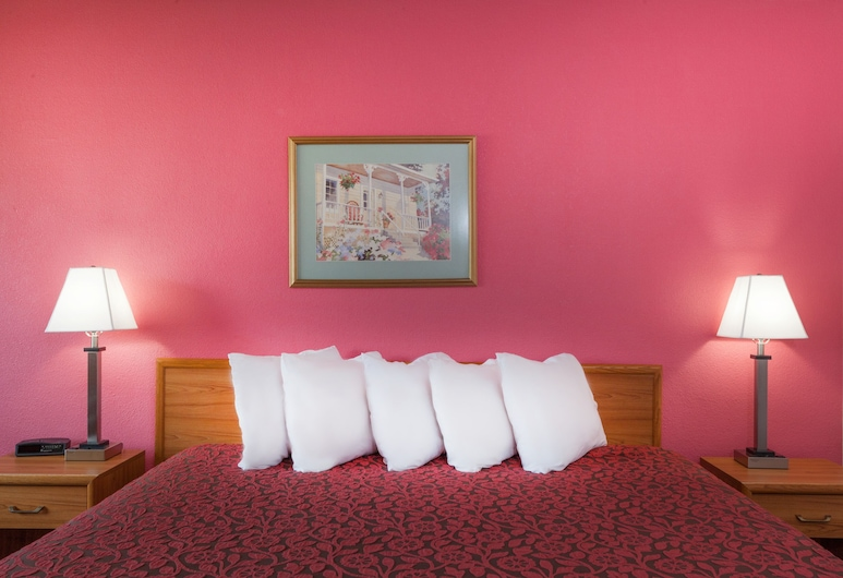 Days Inn by Wyndham Mason City, Mason City, Business-Zimmer, 1King-Bett, Kühlschrank, Zimmer