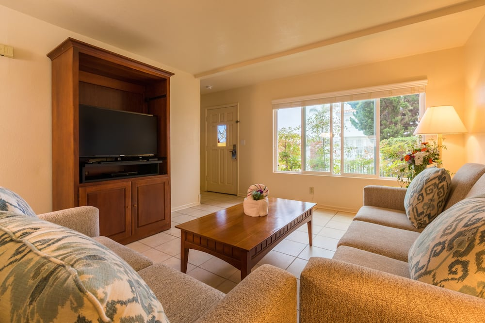 Suite, 2 Bedrooms, Non Smoking - Living Area