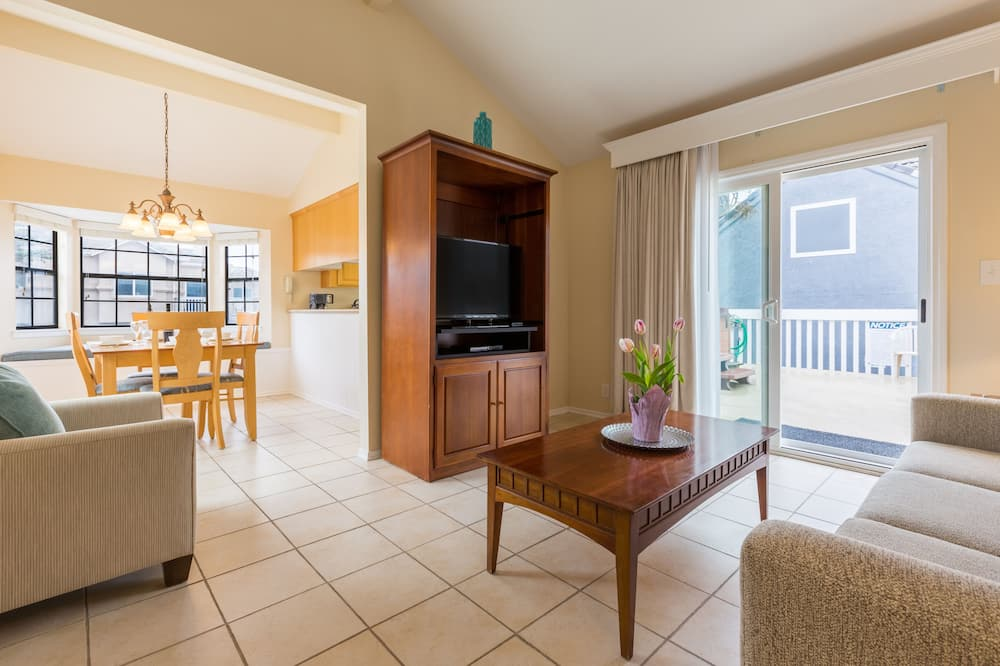 Condo, 1 Bedroom, Non Smoking (1 Queen Bed & Sofa bed) - Living Area