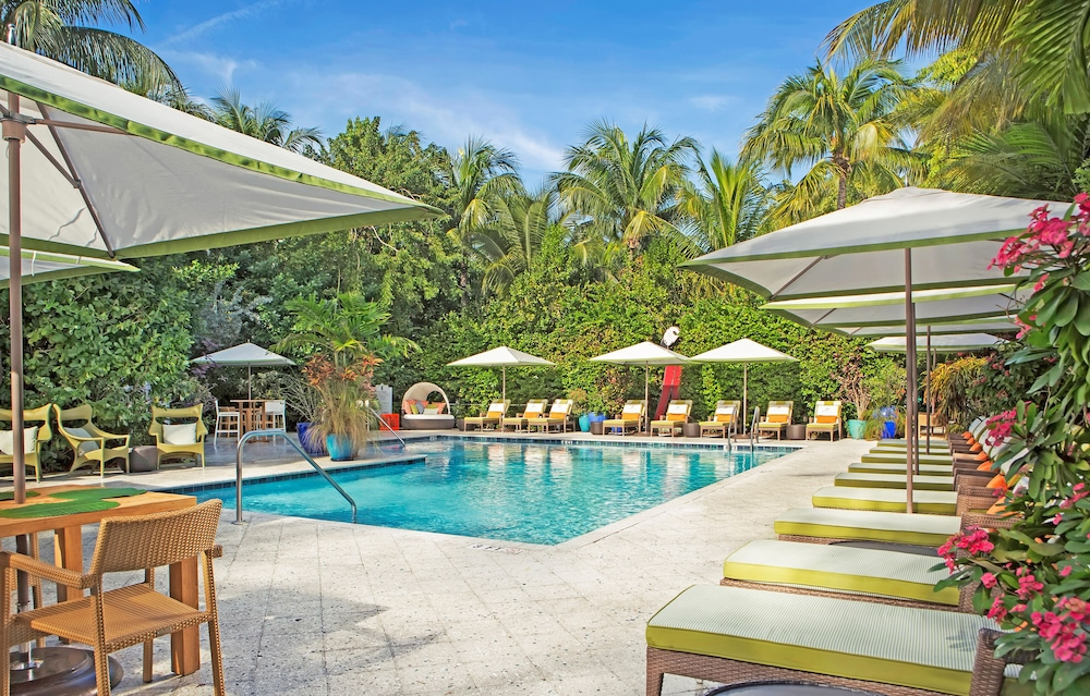 Parrot Key Hotel Resort West Outdoor Pool