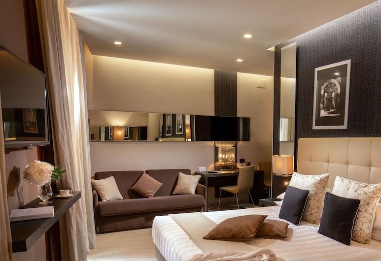 Hotel Condotti, Rome, Superior Double Room (Via delle Carrozze 42), Guest Room