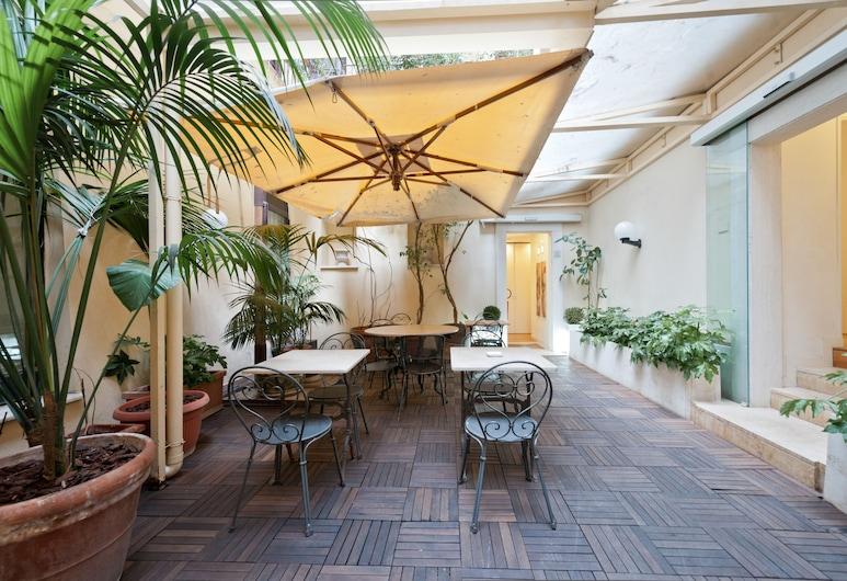 Hotel White, Rom, Garten