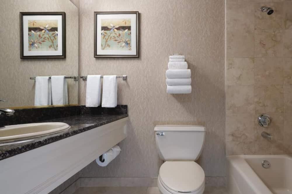 Casino Tower King Room - Bathroom