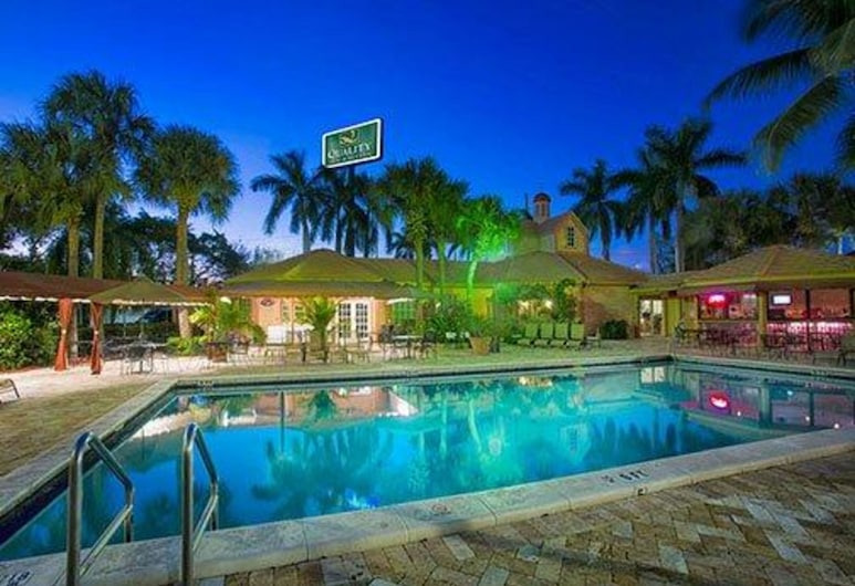 Quality Inn & Suites Airport/Cruise Port South, Hollywood, Pool