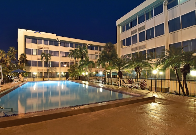 Days Inn by Wyndham Miami International Airport, Miami, Piscine en plein air