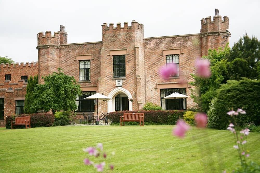 Crabwall Manor Hotel and Spa