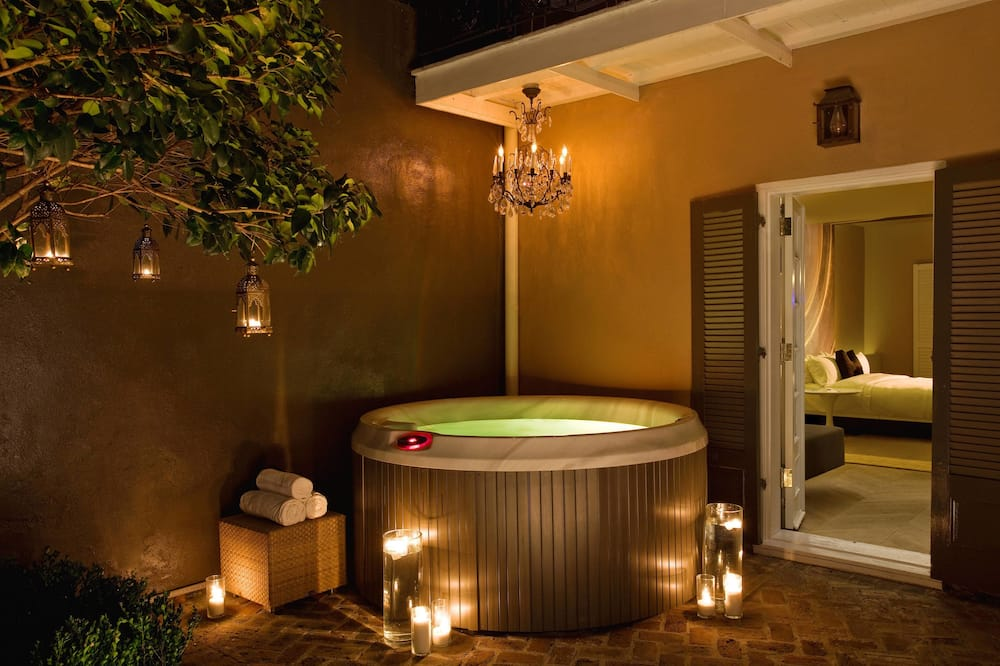 Studio Suite, Private Courtyard with Jacuzzi - Private spa tub