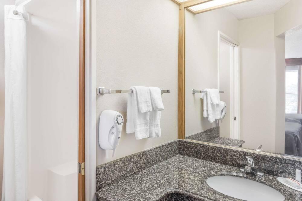 Номер, 2 ліжка «квін-сайз», для некурців - Ванна кімната