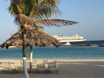 Picture of Holiday Beach Resort and Casino in Willemstad