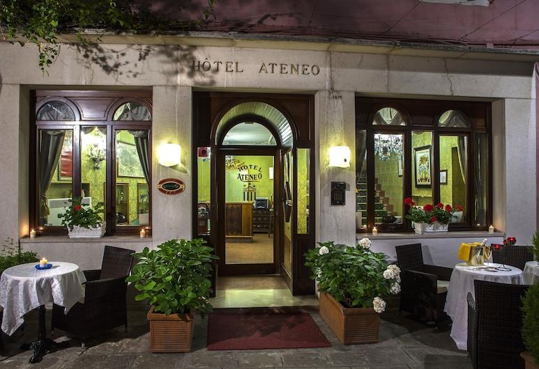 Hotel Ateneo, Venedig, Hotelfassade am Abend/bei Nacht