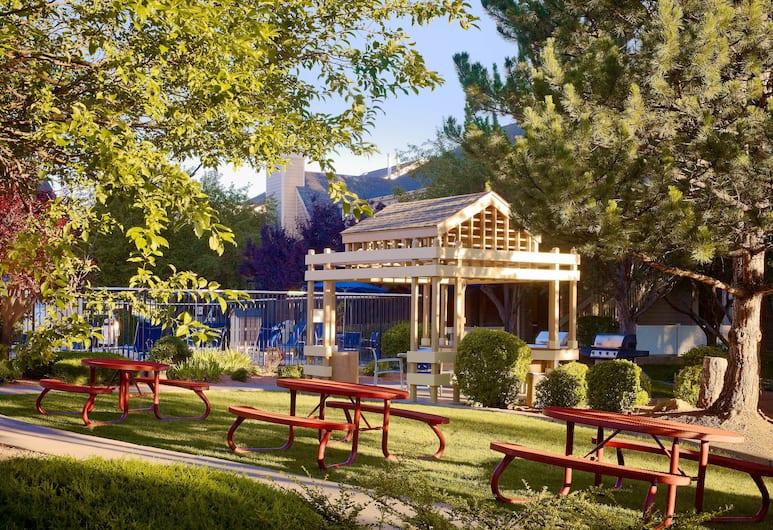 Sonesta ES Suites Flagstaff, Flagstaff, BBQ/Picnic Area