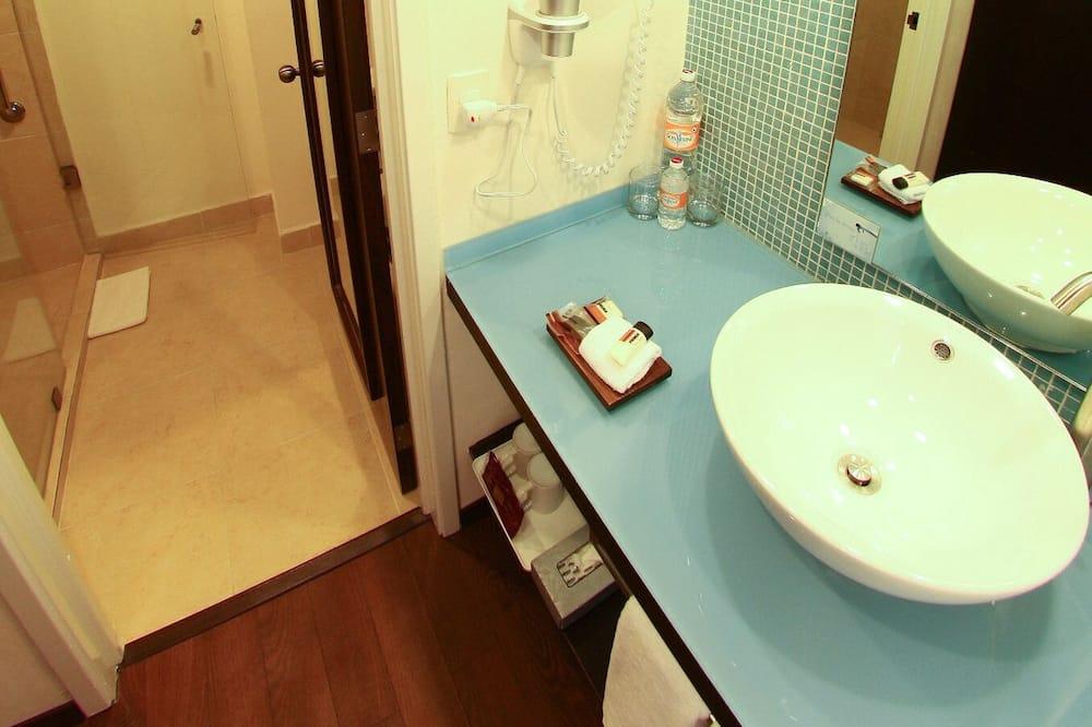高級雙人房, 2 張標準雙人床 - 浴室