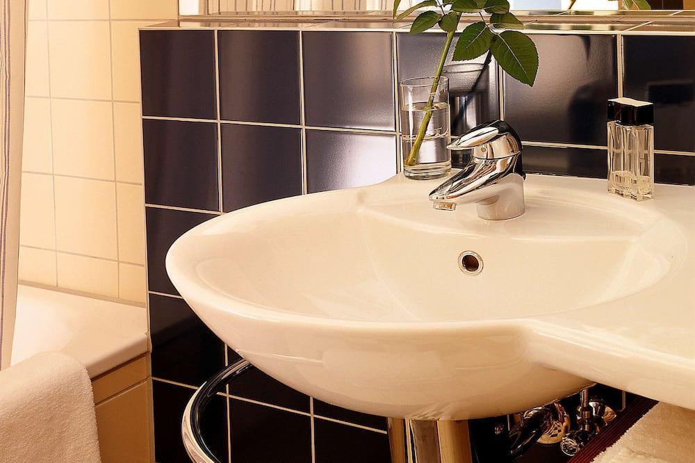 Standardzimmer, 1 Doppelbett, Badewanne - Badezimmer