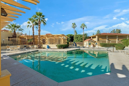 Book La Quinta Inn by Wyndham Phoenix North in Phoenix | Hotels.com
