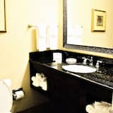 Standard Room, 1 King Bed, Non Smoking, Refrigerator & Microwave - Bathroom
