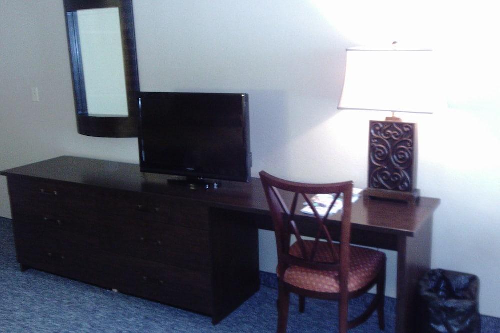 Standard Room, 2 Queen Beds, Non Smoking, Refrigerator & Microwave - Living Area