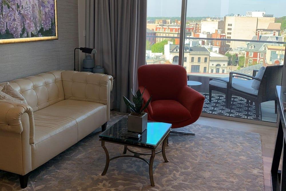 ห้องลักซ์ชัวรี่สวีท, ระเบียง - พื้นที่นั่งเล่น