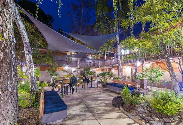 Creekside Inn, Palo Alto, Property Grounds