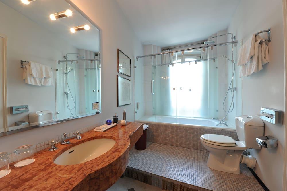 Deluxe-huone, 1 parisänky - Kylpyhuone